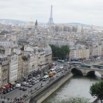 ノートルダム寺院の塔に登って見下ろすパリの景色