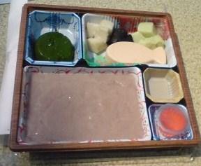 ソフト食の弁当 - 赤飯はトロッとしている、その他は寒天状ソフトに固まっている